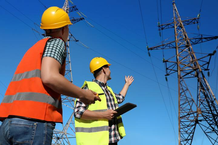 Safety Rule - Be aware of overhead & underground electrical lines
